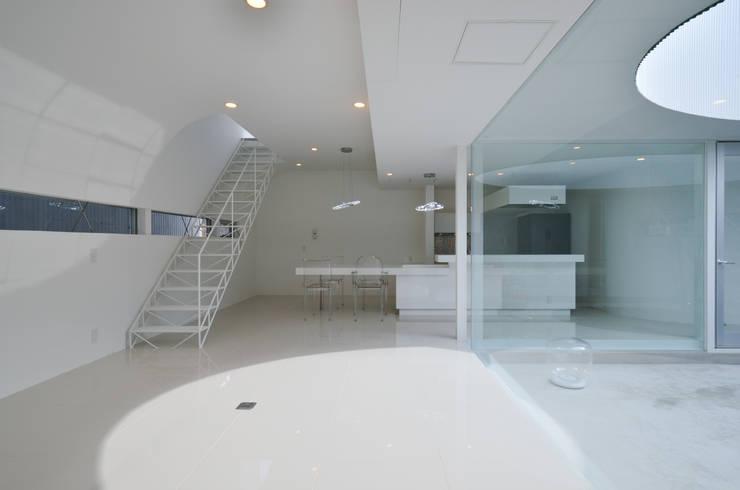 湧水町の住宅: アトリエ環 建築設計事務所が手掛けたリビングです。