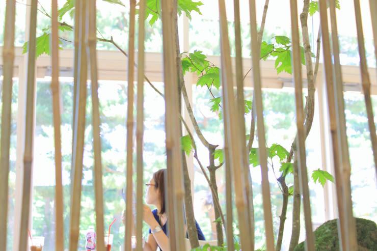transitory garden 1: 山越健造デザインスタジオ Kenzo Yamakoshi Design Studioが手掛けた商業空間です。