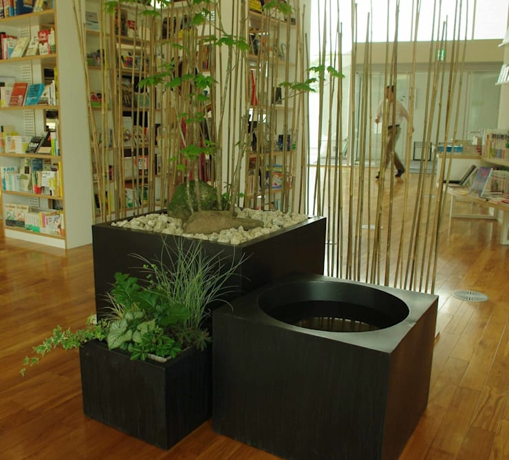 transitory garden 4: 山越健造デザインスタジオ Kenzo Yamakoshi Design Studioが手掛けた商業空間です。