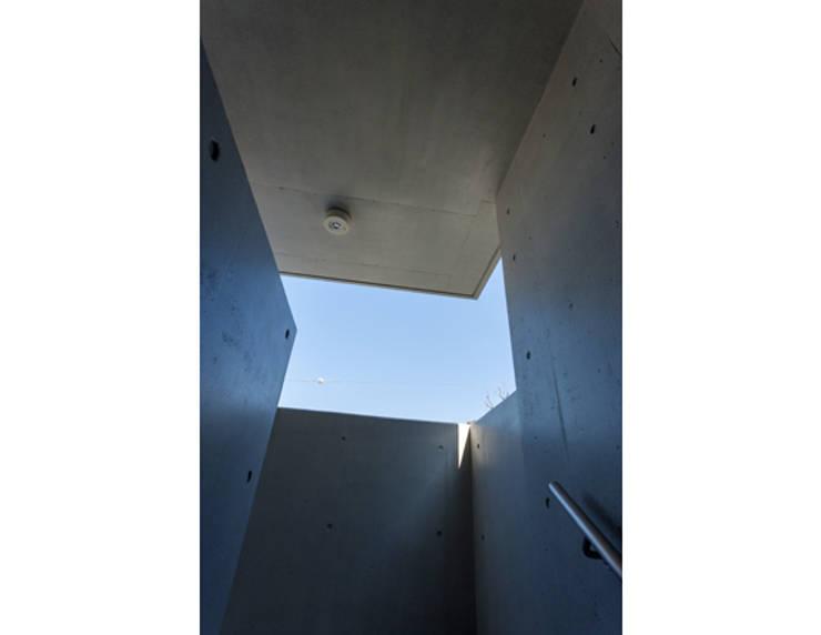 LIVES COMPLEX ,Tokyo: mindscape design factoryが手掛けた廊下 & 玄関です。,モダン
