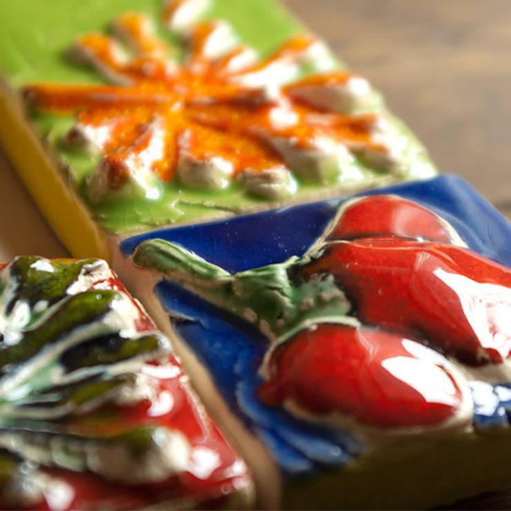 Kafelki na ramę lustra - Kolorowe Kwiaty: styl , w kategorii Ściany i podłogi zaprojektowany przez Dekory Nati