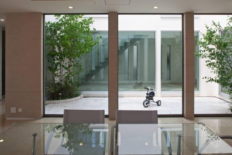 1階ダイニング: 依田英和建築設計舎が手掛けたダイニングです。