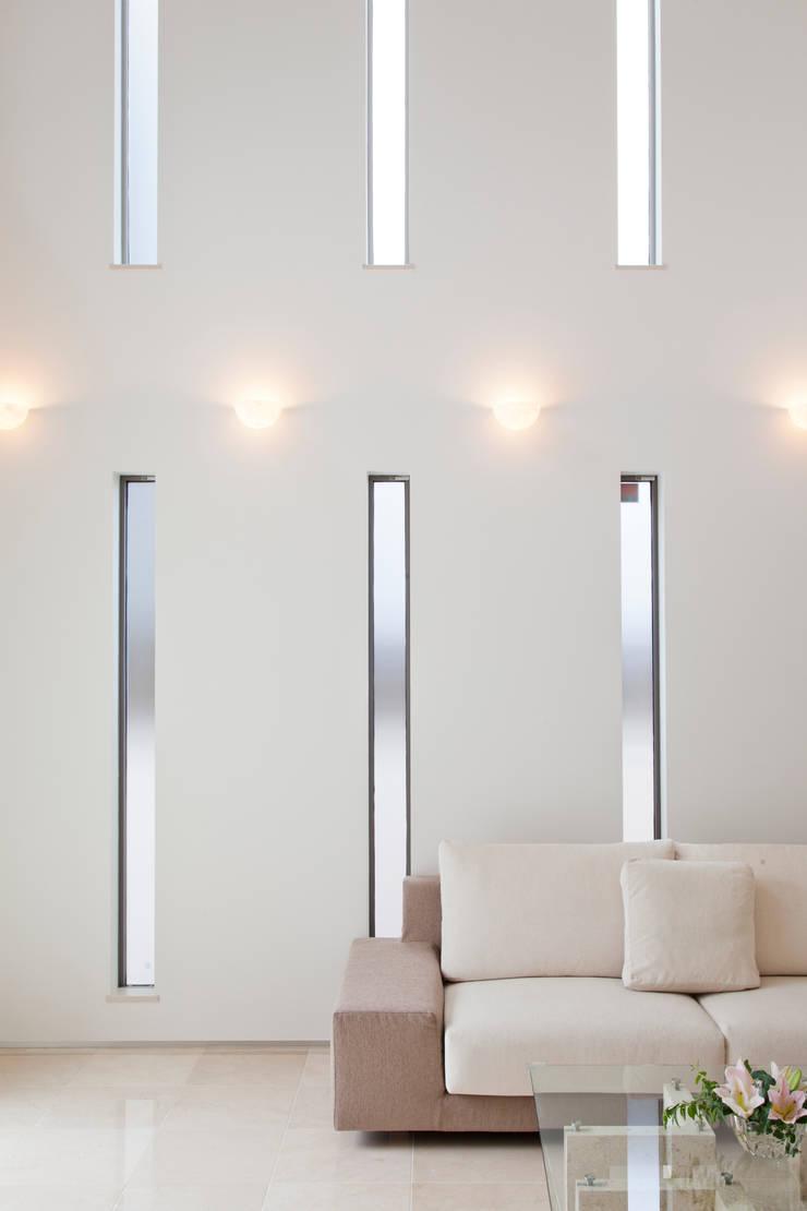 リビング: 依田英和建築設計舎が手掛けたリビングです。