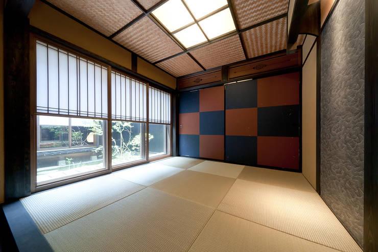 和室: 有限会社 TEAMWORKSが手掛けた和室です。
