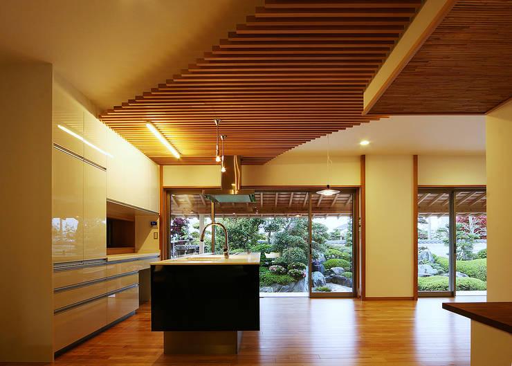 キッチン: 有限会社 TEAMWORKSが手掛けたキッチンです。