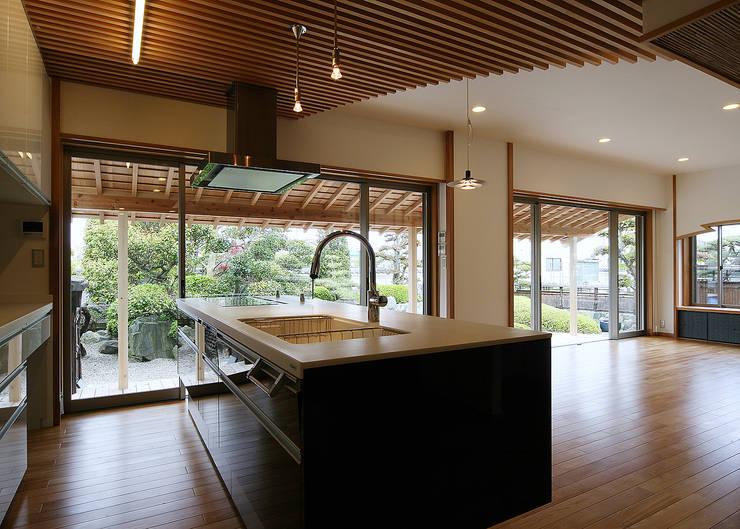 蓮光庵: 有限会社 TEAMWORKSが手掛けたキッチンです。