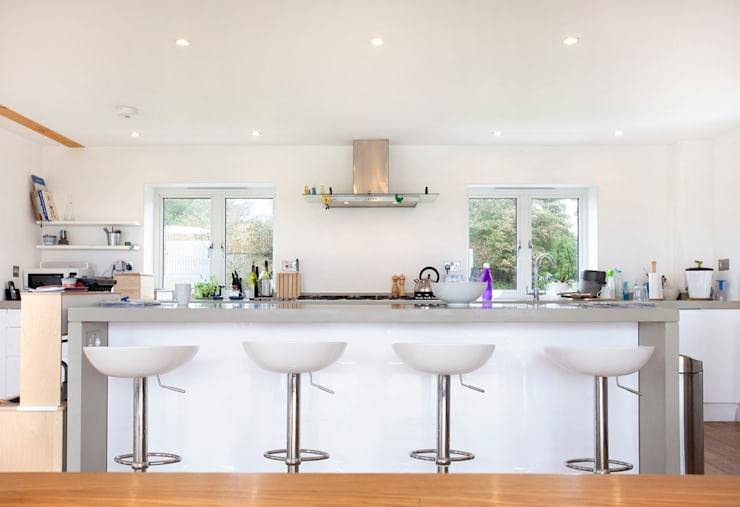Contemporary Home, Bude, Cornwall: modern Kitchen by The Bazeley Partnership