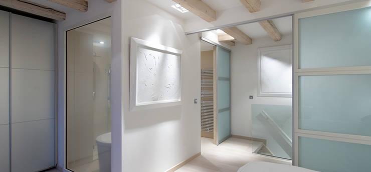 Ingresso & Corridoio in stile  di Alba
