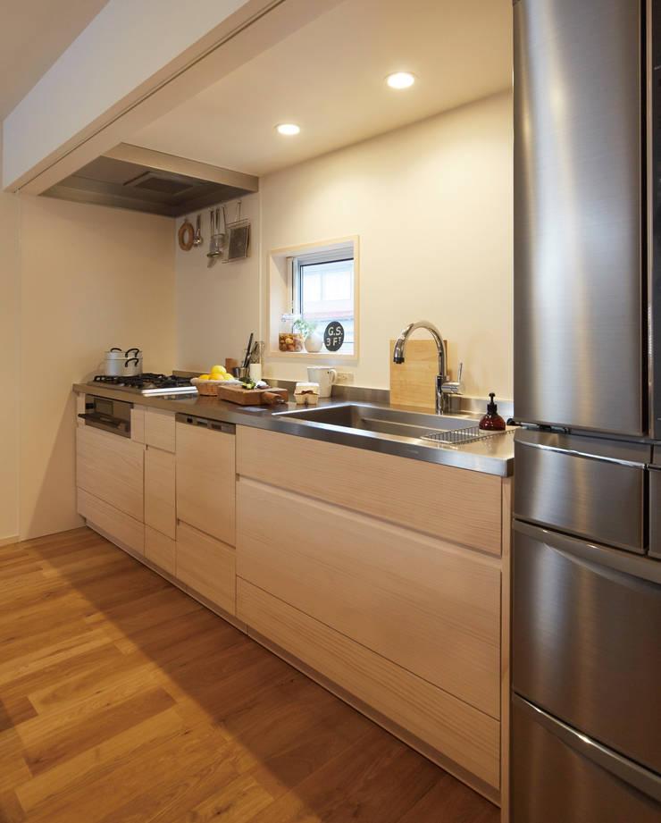 無垢の木のキッチン「su:iji(スイージー)」 ニュージーパイン: 株式会社ウッドワンが手掛けたキッチンです。