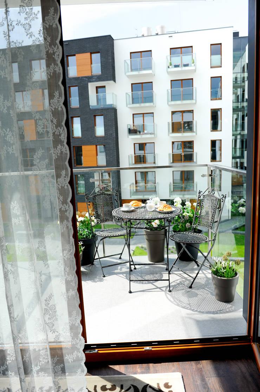 Apartament Novum: styl , w kategorii Taras zaprojektowany przez AgiDesign,Klasyczny