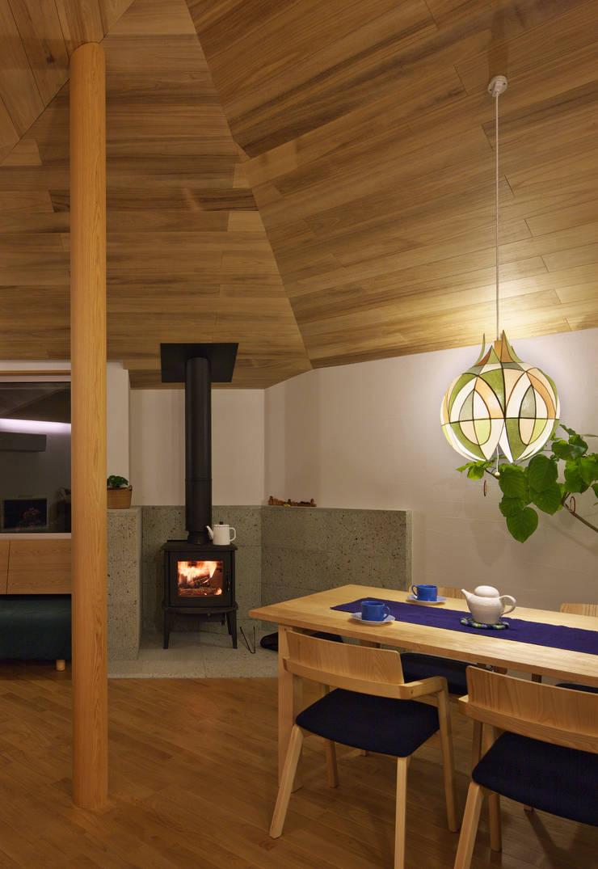 アトリエのある小さな家 オリジナルデザインの ダイニング の かんばら設計室 オリジナル