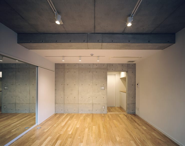 Mマンション: 中間建築設計工房/NAKAMA ATELIERが手掛けた和室です。