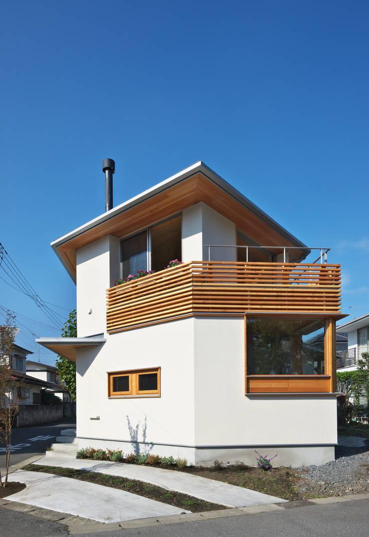 Casas de estilo ecléctico de かんばら設計室 Ecléctico