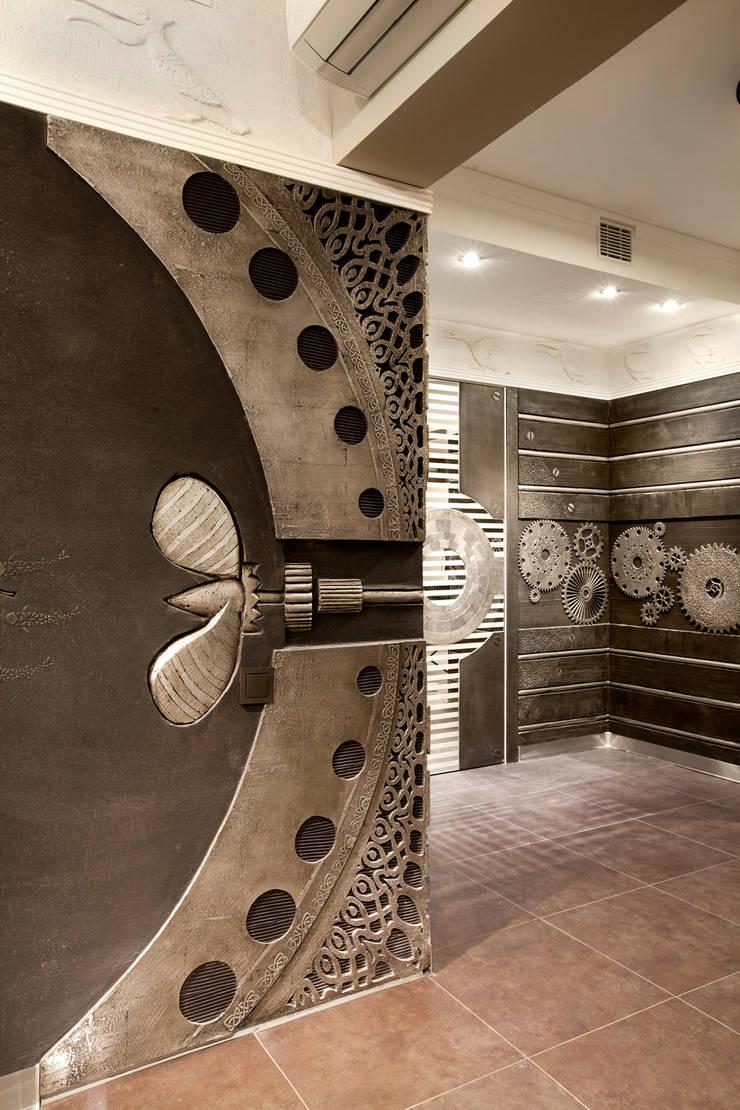 Pasillos, vestíbulos y escaleras de estilo ecléctico de Abwarten! Ecléctico
