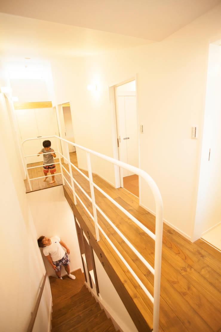 MZ-House: ADS一級建築士事務所が手掛けた廊下 & 玄関です。