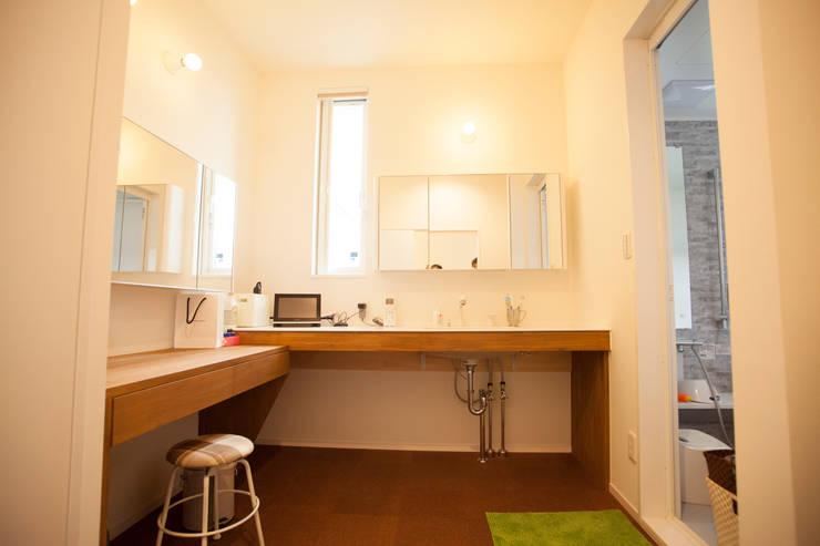 MZ-House: ADS一級建築士事務所が手掛けた浴室です。