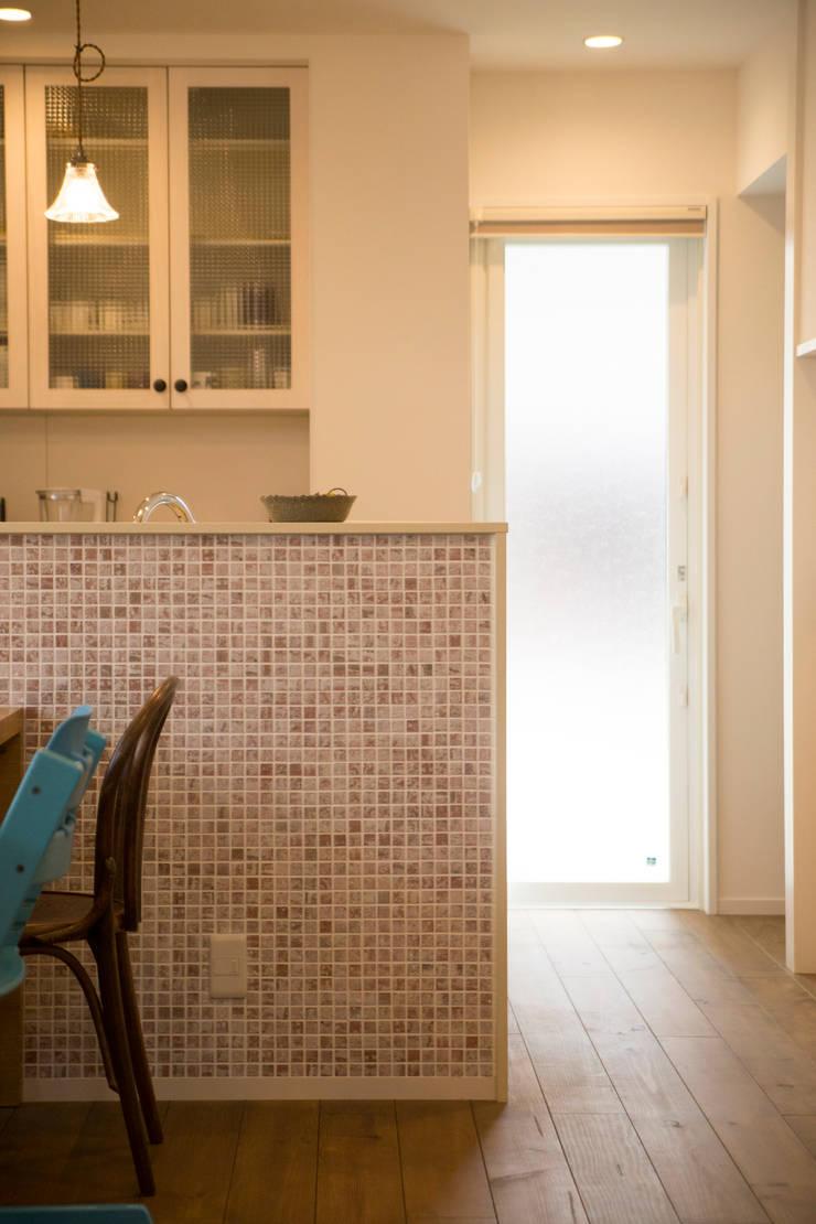 MZ-House: ADS一級建築士事務所が手掛けたキッチンです。