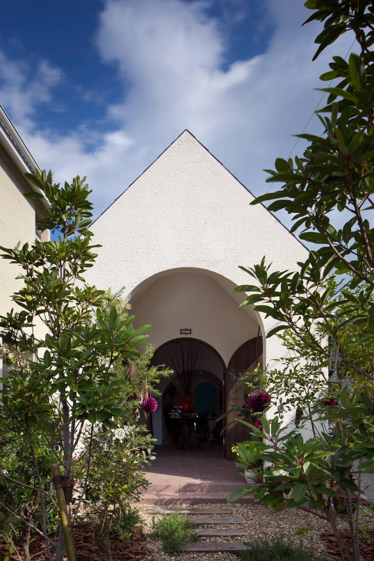 外観正面: 株式会社 藤本高志建築設計事務所が手掛けた家です。,オリジナル 木 木目調