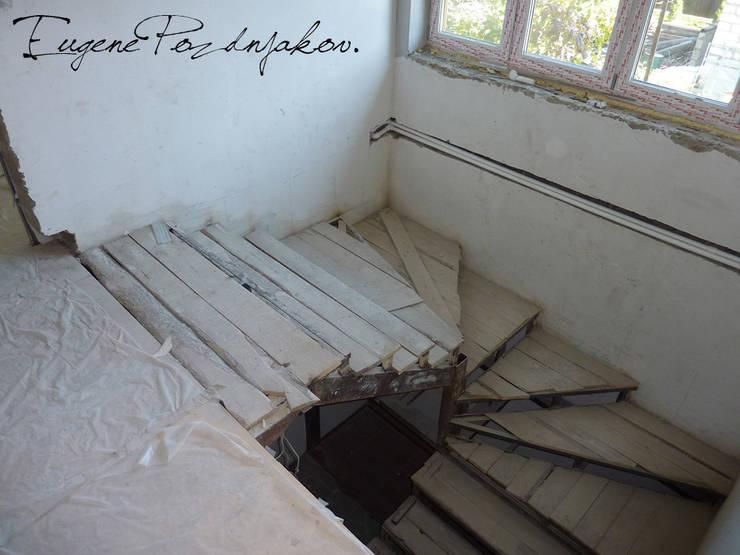 Загородный дом в поселке Загорянский: Гостиная в . Автор – eugene-design.com