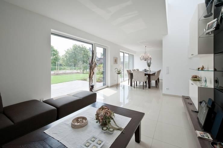 Wohnbereich:  Wohnzimmer von Sommer Passivhaus GmbH