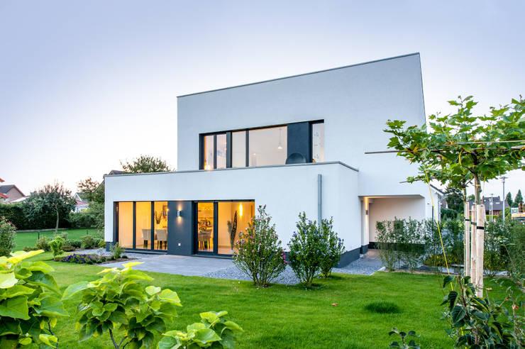 Gartenansicht:  Häuser von Sommer Passivhaus GmbH