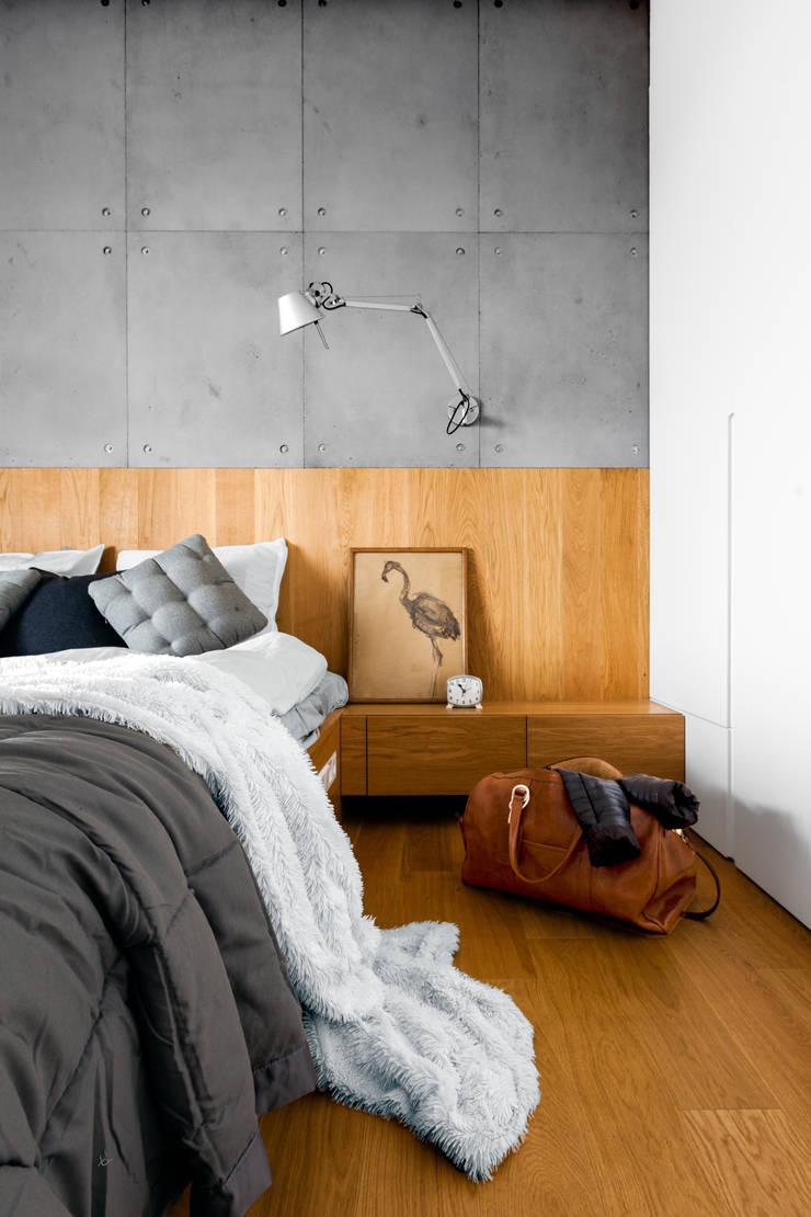 Płyty betonowe: styl , w kategorii Sypialnia zaprojektowany przez Contractors