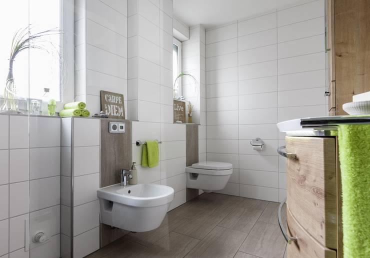 Baños de estilo ecléctico por Gebr. Gröger OHG