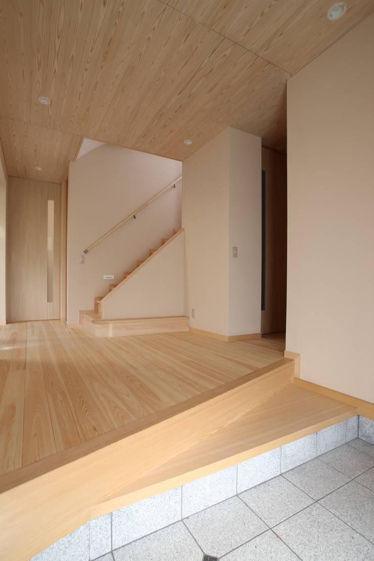 玄関ホール: ATS造家設計事務所が手掛けた廊下 & 玄関です。