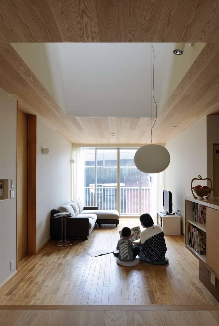House just in front: Hiromu Nakanishi Architectsが手掛けたリビングです。