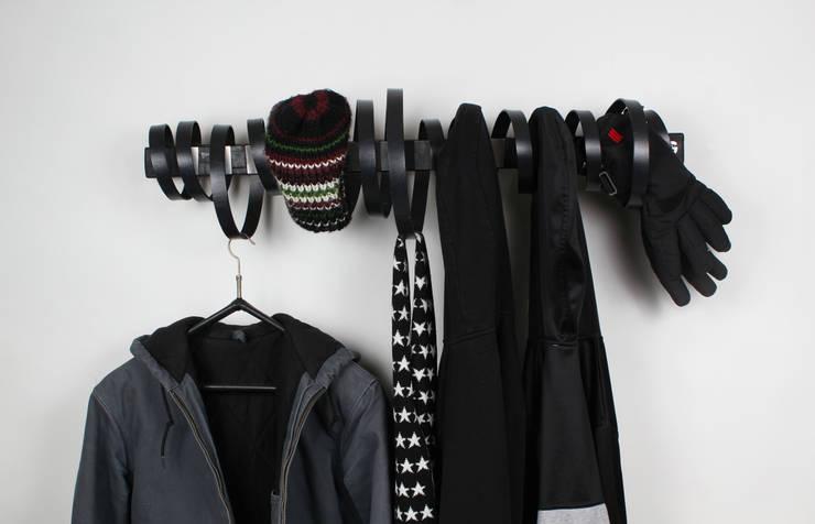 Garderobe LOOP:  Flur, Diele & Treppenhaus von Groegl Upcycling