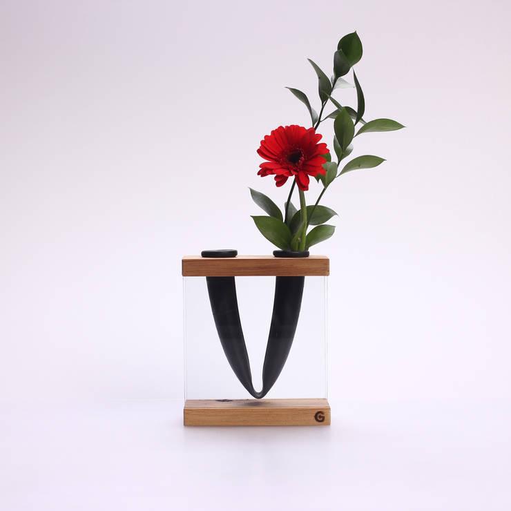 Vase VLORI:  Wohnzimmer von Groegl Upcycling
