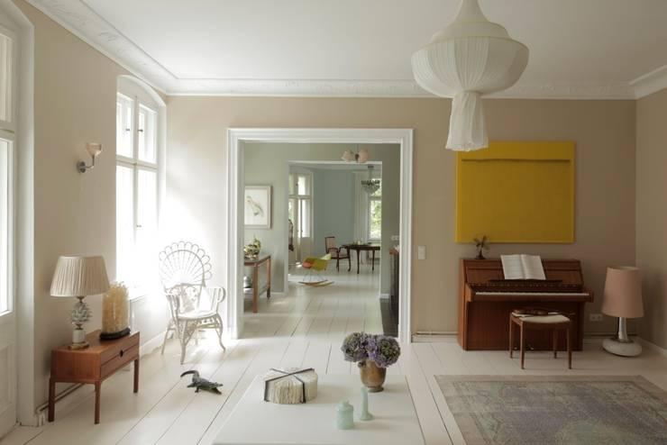 classic Living room by CARLO Berlin - Architektur & Interior Design