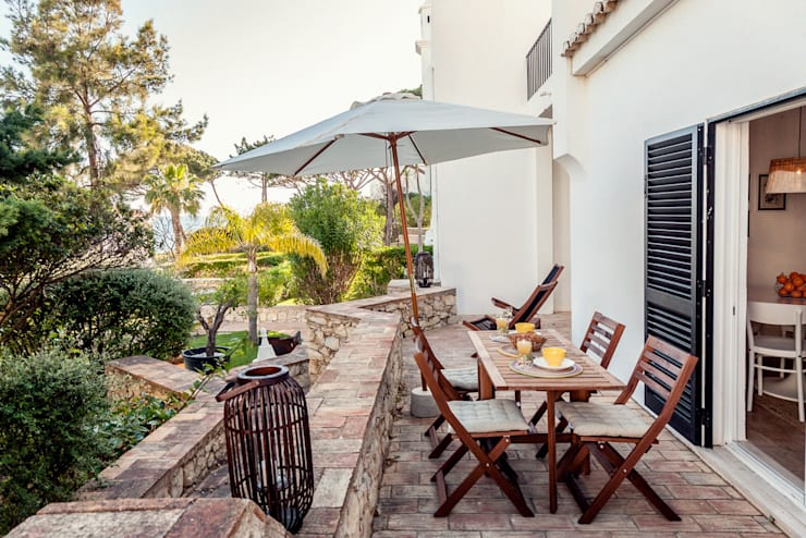 Balcones, porches y terrazas de estilo mediterraneo por Home Staging Factory