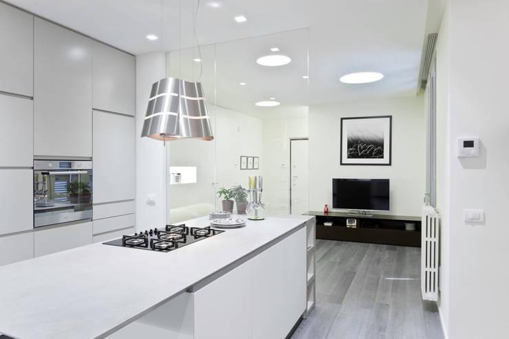 Appartamento a Bollate: Soggiorno in stile in stile Minimalista di bdastudio