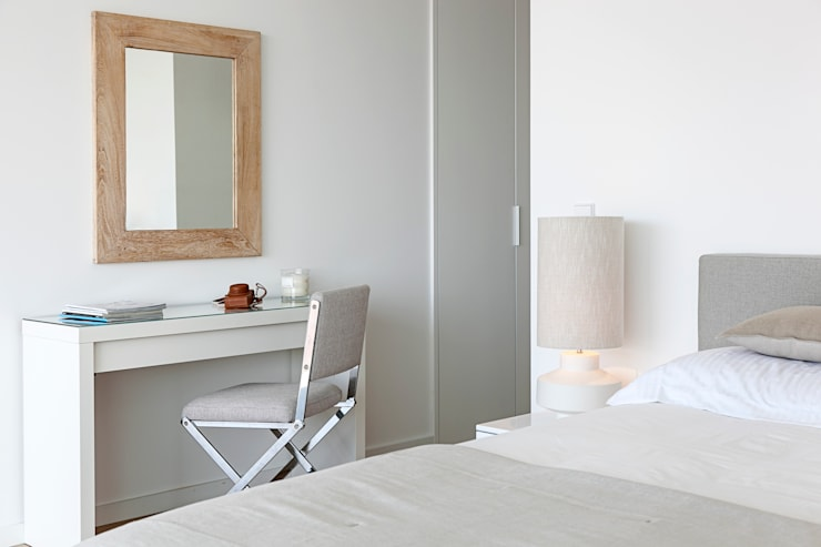 Quarto - decoração apartamento Estoril: Quarto  por Home Staging Factory