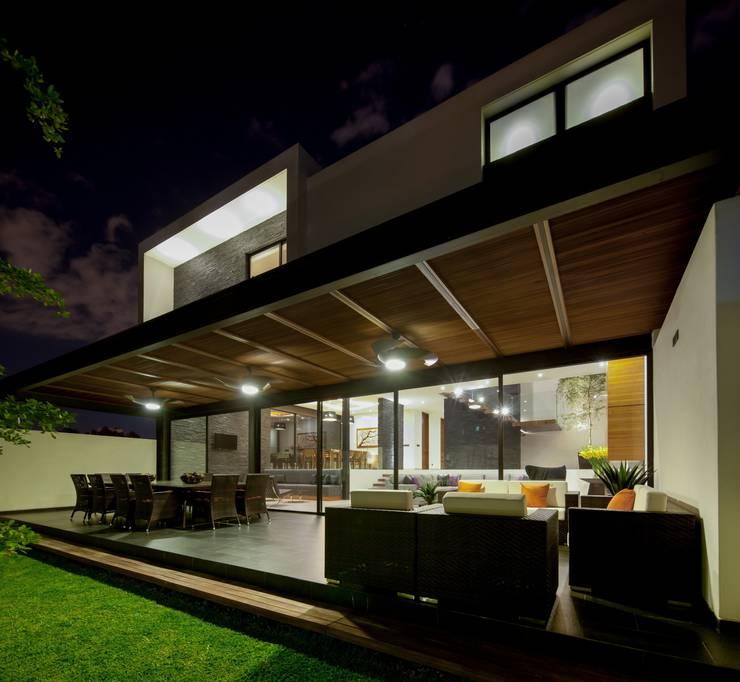 Casa GM: Terrazas de estilo  por GLR Arquitectos
