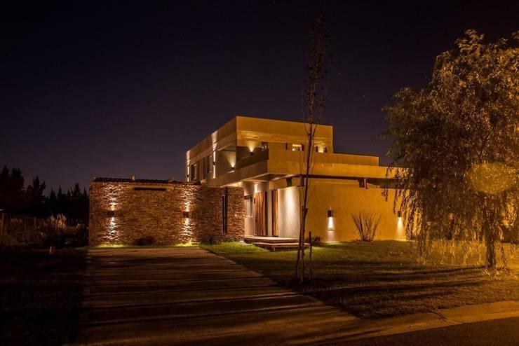 Houses by FAARQ - Facundo Arana Arquitecto & asoc.