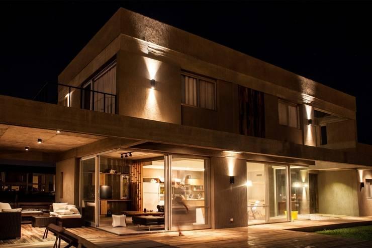 Casas de estilo  por FAARQ - Facundo Arana Arquitecto & asoc.