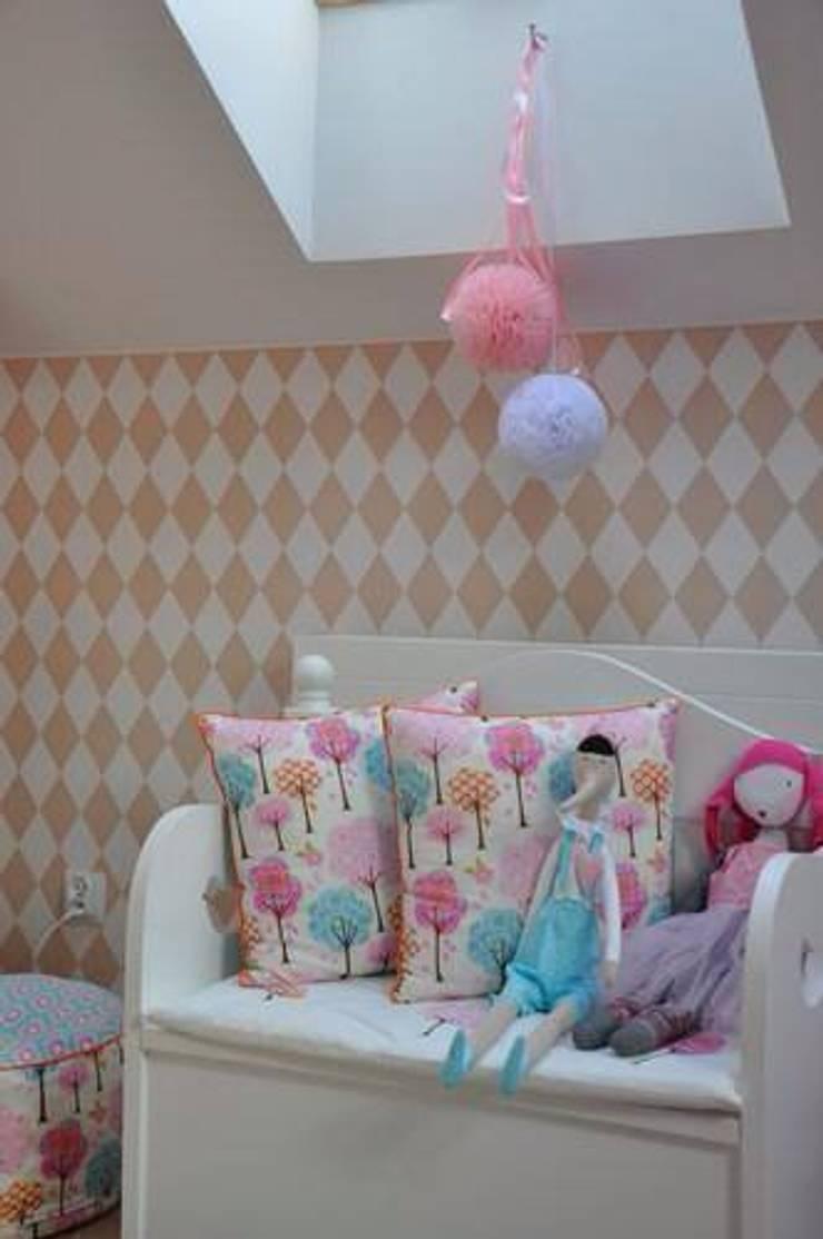 POMPONY TIULOWE, DEKORACJA WNĘTRZ : styl , w kategorii Pokój dziecięcy zaprojektowany przez CHIC POM