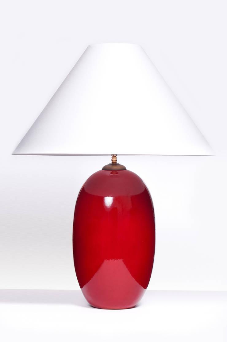 ACORN CHERRY RED: styl , w kategorii  zaprojektowany przez Peter Woodland Lamps,Nowoczesny