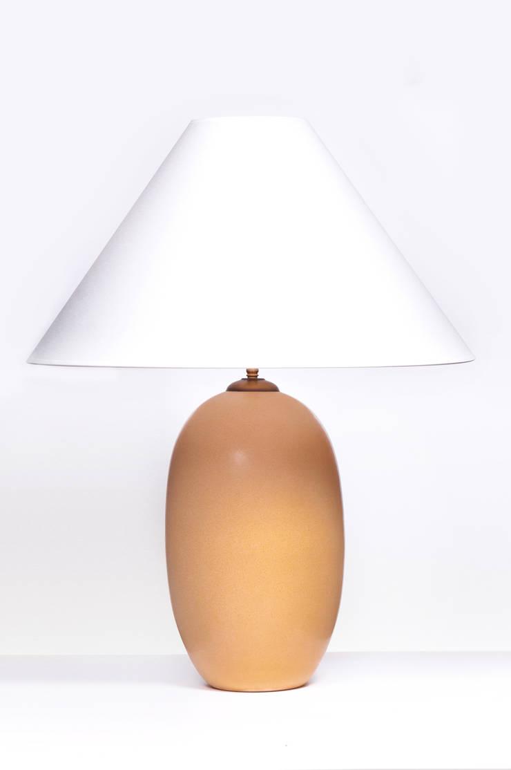 ACORN SAND: styl , w kategorii  zaprojektowany przez Peter Woodland Lamps,Nowoczesny