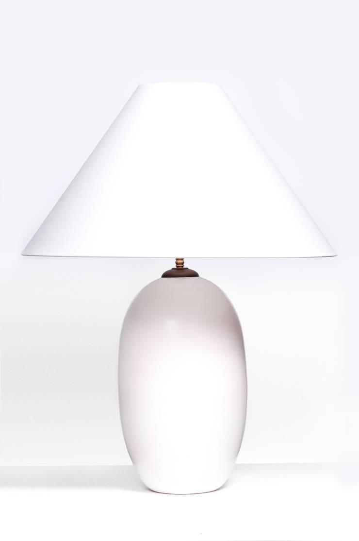 ACORN WHITE MATT: styl , w kategorii  zaprojektowany przez Peter Woodland Lamps,Nowoczesny
