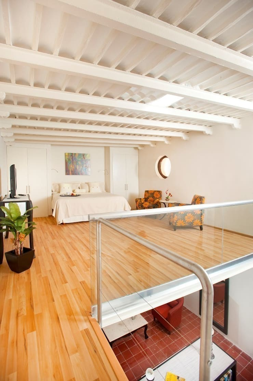 Dormitorio - Mesanin: Hoteles de estilo  por Taller Estilo Arquitectura