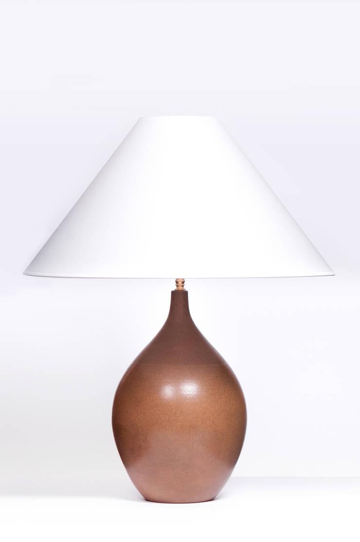 LACRIMA LARGE BROWN DECO: styl , w kategorii  zaprojektowany przez Peter Woodland Lamps,Nowoczesny