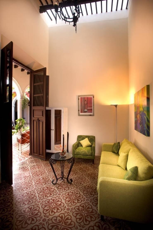Estancia: Hoteles de estilo  por Taller Estilo Arquitectura