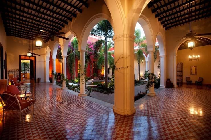 Entre pasillos: Hoteles de estilo  por Taller Estilo Arquitectura