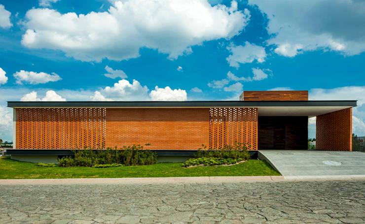 CASA RO: Casas de estilo  por ALEXANDERSON ARQUITECTOS