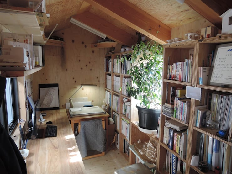 4+1HOUSE  (2013): 一級建築士事務所ヨネダ設計舎が手掛けた書斎です。