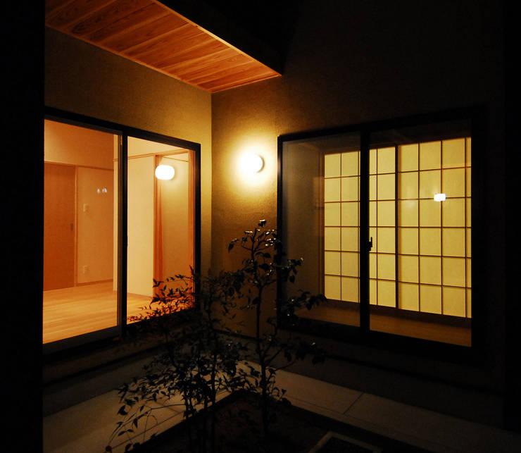 温品の家: エルイーオー設計室が手掛けた庭です。