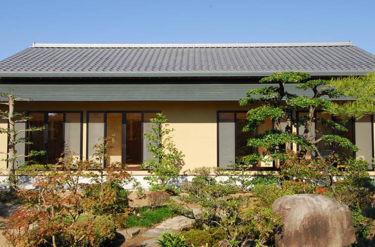 Giardino in stile in stile Asiatico di エルイーオー設計室